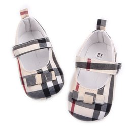 plastic grids UK - Children Kids Girls Grid Bowknot Shoes First Walkers Bebes Zapatos Ninas Newborn Baby Toddlers