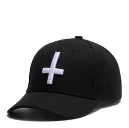 $enCountryForm.capitalKeyWord UK - Fashion Cross Embroidery Baseball Caps Black Adjustable Men Baseball Cap 6 Panel Outdoor Women Leisure Hat Wholesale
