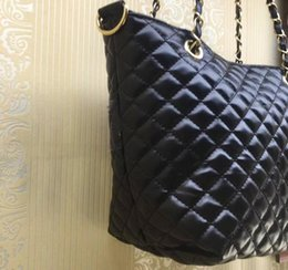 Wholesale 2018 new classic quilted chain bag shoulder fashion bag PU color logo pattern shopping case