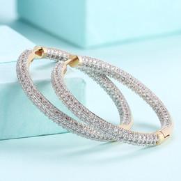 ecc91d76940e 1 par de lujo con circonitas con aros en la oreja de las mujeres anillos  redondos de Champagne oro color pendientes adornos de moda para las mujeres