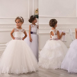 China Cheap Short Flower Girl Dresses for Bohemia Beach Wedding Dresses Knee Length Lace A-Line Junior Bridesmaid Kids Formal Party Dresses suppliers