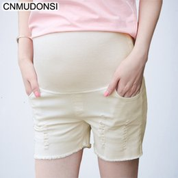 f822c81df 2018 Pantalones cortos de maternidad Jeans embarazo corto verano Denim  Ripped Jeans de maternidad blanco Vetement Grossesse Femme embarazo ropa