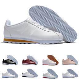 7c3cacd6778d00 Nwe Klassische Chaussures Cortez Basic Leder Freizeitschuhe Günstige Mode  Männer Frauen Schwarz Weiß Rot Golden Skateboard Sneakers