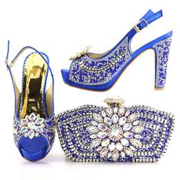 02d7a67a1c381 1719-1 Conjunto de zapatos y bolsos africanos de color azul Zapatos de  mujer Bombas italianos de fiesta Zapatos y bolsos Zapatos italianos con  bolsos a ...