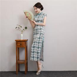 Toptan satış 2020 Seksi İpek Çinli Cheongsam'lar Uzun Baskılı Yüksek Boyun Bölünmüş Kılıf Parti Örgün törenlerinde Vintage Kadınlar Şık Cheongsam Elbiseler