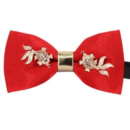 $enCountryForm.capitalKeyWord NZ - New High Quality red Bow Tie for Men Party Wedding prom Butterfly neckTie with Metal goldfish Bowtie Luxury