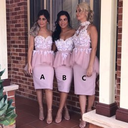 Barato Comprimento Barato Do Peplum Do Vestido Do Joelho-Lovely Peplum Country Bridesmaids Vestidos Halter Neck Off Shoulder Wedding Vestido de convidado Lace Appliqued Cheap Knee Length Maid Of Honor Gowns