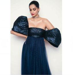 $enCountryForm.capitalKeyWord Canada - Evening dress Yousef aijasmi Long dress Short sleeve Puffy sleeve Strapiess Ball gown Sweep Train Sequins Zuhair murad Kim kardashian