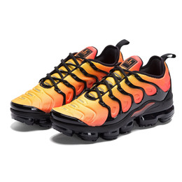 2017 shoes HOT SALE 2018 New Vapormax TN Plus VM In Metallic Olive Women Men Mens Running Designer Luxury Shoes Sneakers Brand Trainers