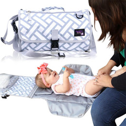 Wholesale Portable Baby Changing Mat Sheet Nappies Diaper Pad Changing Nappy Covers Waterproof Station Clutch foldable nappy handbags mommy bags