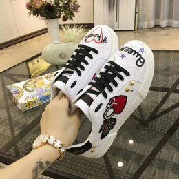 $enCountryForm.capitalKeyWord NZ - HOT Selling 2018Luxury brands The classic low-top white leather sneaker with Web detail womens outdoor Canvas casual shoes fc18040802