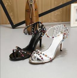 1afdbdc77420 Mode schwarz weiß Nieten Hochzeit Schuhe Hohe Qualität Sandale Frauen  Design Stiletto Schuhe Damen Sexy High Heel Sandaletten