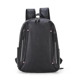 2018 novo saco de desgaste dos homens famosos designers bolsas mochila homem sacos de ombro cadeia de imitações de marcas de escola mochila 5469 venda por atacado