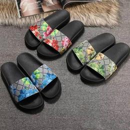 Los hombres de las mujeres sandalias de diapositivas zapatos de diseño de lujo de diapositivas de moda de verano ancha plana resbaladiza con sandalias gruesas zapatillas chanclas tamaño 36-45 en venta