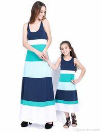 a793a6fc07e52 Tenues pour la famille correspondant à la mode Couleur épissage Robe noeud  papillon Parentage2 Couleurs Mère et fille Robes Sling Bleu