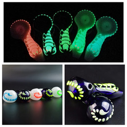 tobacco water pipes 2019 - Glow In the Dark Scorpion Glass Oil Burner Spoon Pipe 4 Inch Water Pipes UV Smoking Pipes Tobacco Hand Pipe One Hitter G