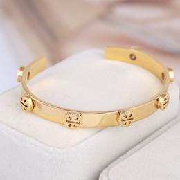 Braccialetto rivetto in acciaio inossidabile tondo oro con design a T rovesciato per donna in Offerta
