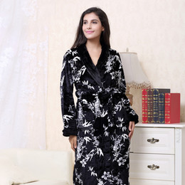 2018 XXXL Winter Thick Flannel Bridal Robe Women bathrobe Long Bath Robes  Warm Men Kimono bathrobes Bride Sleepwear Gowns d94cc9b84