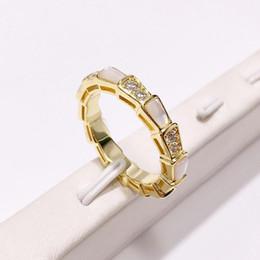 Опт Мода Змея Форма кольца бриллианты ювелирные изделия розового золота цвета BAGUE Serpent кольца для женщин Симпатичные партии ювелирных изделий
