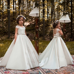 Chinese  2018 Pure White Flower Girls Dresses Jewel Neck Lace Appliques Beads Sashes Sweep Train Satin Birthday Communion Children Girl Pageant Gowns manufacturers