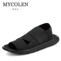 Wholesale MYCOLEN New Arrival Sandals Sandals New Fashion Outdoor Men Slippers Open Toed Leather Men Slides Top Quality