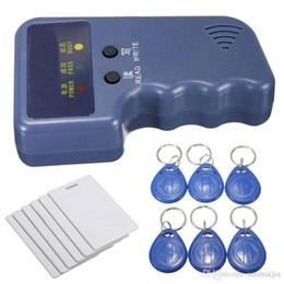 Venta al por mayor de Lector / grabador de copiadora de tarjeta de identificación RFID de 125 khz de mano + 6 etiquetas grabables + 6 tarjetas ¥ 32.00