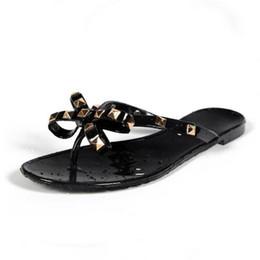 China Women Rivets Bowknot Flat Slippers Girls Flip Flops Summer Shoes Cool Beach Jelly Shoes Dropshipping supplier jelly flip flops women suppliers