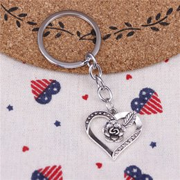 $enCountryForm.capitalKeyWord NZ - New fashion key chain heart flower 28*28mm pendant DIY male jewelry car key chain Holder Jewelry Gift Souvenirs