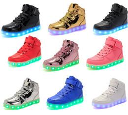 6fa2456456340a Männer Frauen LED Schuhe hohe obere leuchtende Mode Lichter USB Lade hohe  Top Schuhe blinkende Turnschuhe Freizeitschuhe für Erwachsene und Kinder