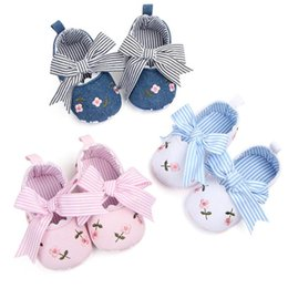 China Newborn Baby Girl Infant Toddler Prewalker Bowknot Printed Crib Shoes Flower Soft Sole suppliers