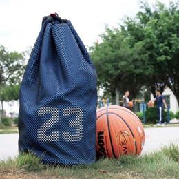 1c12dfc84 Sacos grandes do basquetebol com o saco da malhação do bloco de malha do  cordão do futebol para bolas