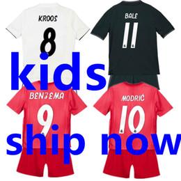 2018 2019 Real Madrid Kids Soccer Jersey Sets 18 19 Camisetas Ninos Futbol  Child Home White Black Third Red Football Uniform Kit Boys Shirt 27a77130e