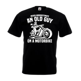 $enCountryForm.capitalKeyWord NZ - Never Underestimate An Old Guy On A Motorbike T-shirt Man Grandad Dad Gift Top Funny free shipping Unisex Casual tee gift top