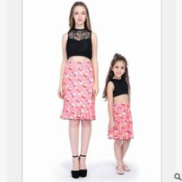 Mother Daughter Matching Top Canada - Mother and Daughter Matching Outfits Set 2019 Summer Sleeveless Lace Tank Tops Floral Skirts Sets Mother Daughter Clothes Family Clothing