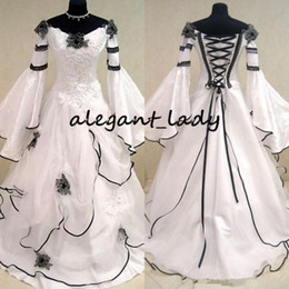 $enCountryForm.capitalKeyWord NZ - Renaissance Vintage Black and White Medieval Wedding Dresses Vestido De Novia Celtic Bridal Gowns with Fit and Flare Sleeves Flowers