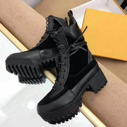modern boots women 2019 - 2018 new laced boots, thick boots, Martin boots, modern and casual combination, releasing Queen's strong aura and h
