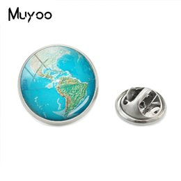 $enCountryForm.capitalKeyWord Australia - New Hot Fashion Arrival Glass Cabochon Round Globe Photos Butterfly Lapel Pins World Globe Mens Collar Brooch Metal Pin Jewelry