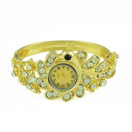 Idealway Heißer Verkauf European Fashion Style Breites Armband Uhr Frauen Armband Charming Peacock Elephant Geometrie Strass Armbänder Armbanduhr
