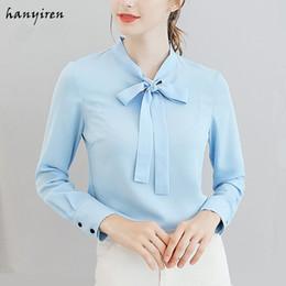 d60de320f Hanyiren Chiffon Blusa De Manga Longa Com Gravata borboleta Pescoço Branco  Azul Rosa Sólida Elegante Mulheres Verão Escritório Senhora Casual Magro  Camisa