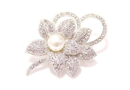 Discount gold diamante flower brooch - 200pcs Vintage Look White Gold Clear Rhinestone Crystal Diamante Cream Pearl Center Flower and Bow Wedding Bouquet Brooc