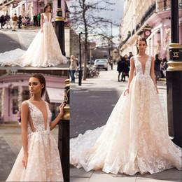 aa42357def57b Milla Nova 2019 Designer Light Champagne Abiti da sposa sexy profondo  scollo a V senza maniche in pizzo treno Backless Wedding abiti da sposa