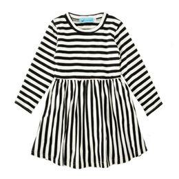 0ab0a67d6a Vestidos de rayas de otoño para niñas Manga larga 95% Mezclas de algodón  Vestidos para bebés Niñas Rayas blancas negras Traje de primavera  transpirable 2-6T