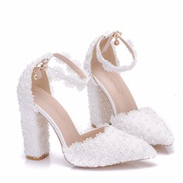 Lace Shoes For Women NZ - New Fashionl Handmade lace flowers pointed toe shoes for women heels fashion wedding shoes chunky heel shoes elegant Plus Size Bridal heels