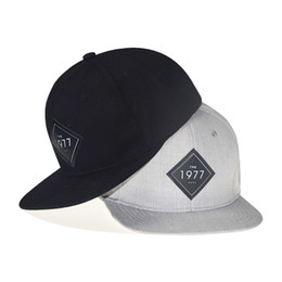 28a37f057a0 High Quality Vintage 1977 Cool Flat Bill Baseball Cap Women Men Gorras  Planas Snapback Trucker Hat Outdoor Hip-Hop Snapback Caps