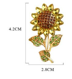 Wholesale Fashion Champagne Gold Plated Metal Invitation Sunflower CZ Crystal Flower Pin Brooch Wedding Accessories
