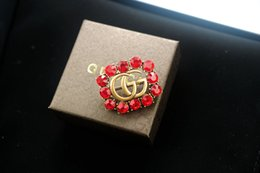 $enCountryForm.capitalKeyWord NZ - Top Quality Celebrity design Luxury Letter Pearl diamond Brooch decorations Fashion Letter Bee insect brooch Jewelry With Box