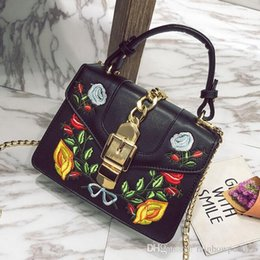 $enCountryForm.capitalKeyWord Canada - Factory outlet brand bags exquisite embroidery handbag fashion handbag embroidered flowers court wind all-match cute woman lock chain bag