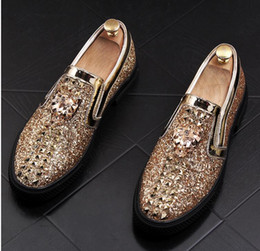 efb6e554b325 2018 New Designer Boat Spikes Flats For Men gold red Casual Shoes Movie  Super Stars Slip-on Rivets Studded Men Loafers Shoes 38-44