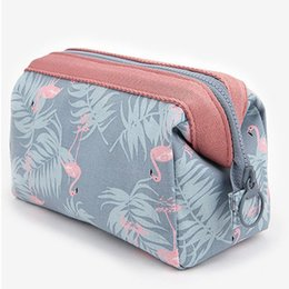Chinese  New Arrive Flamingo Cosmetic Bag Women Necessaire Make Up Bag Travel Waterproof Portable Makeup Bag Toiletry Kits manufacturers