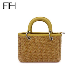 handmade totes Canada - 2018 New Vacation Style Handmade Casual Knitting Shoulder Bags For Women Female Delicate Weaving Beach Bag Ladies Straw Tote Bag